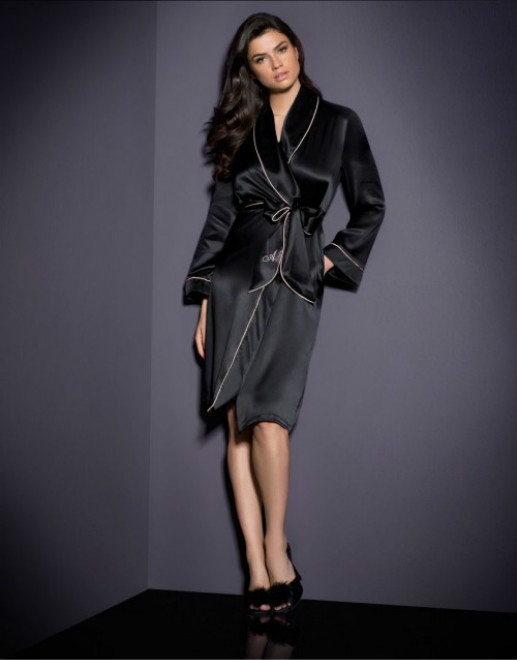 classicdressinggown_0015_full-length-f_retouched_meitu_6
